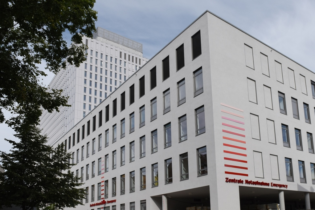 Bettenhochhaus Charité Mitte mit Rettungsstelle -Umbau und Neubau